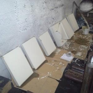 Součásti z nástrojové oceli opatřeny ochranným nátěrem proti oxidaci a oduhličení.